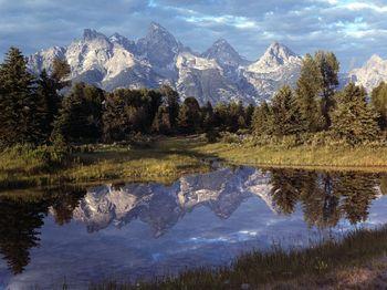 Yellow-stone-national-park-mountains
