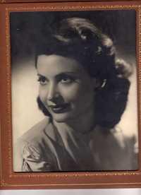 Mom1949_prox